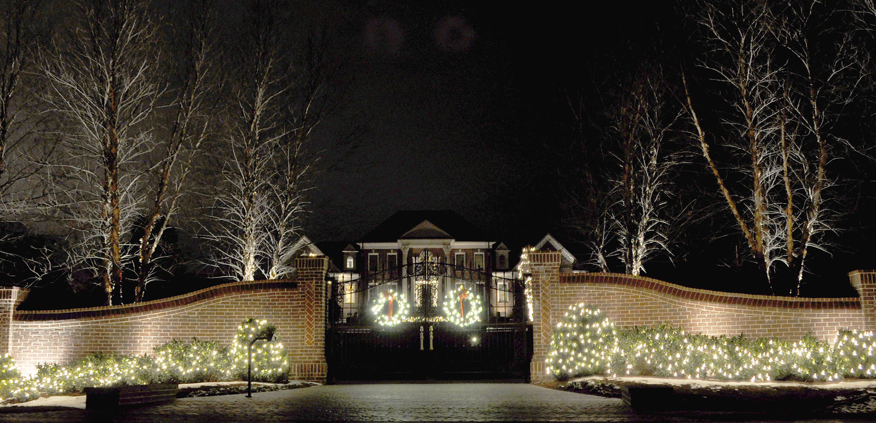 Holiday lighting at a Cincinnati, Ohio home, designed and installed by the professionals at Outdoor Lighting Perspectives of Cincinnati and Dayton, OH.