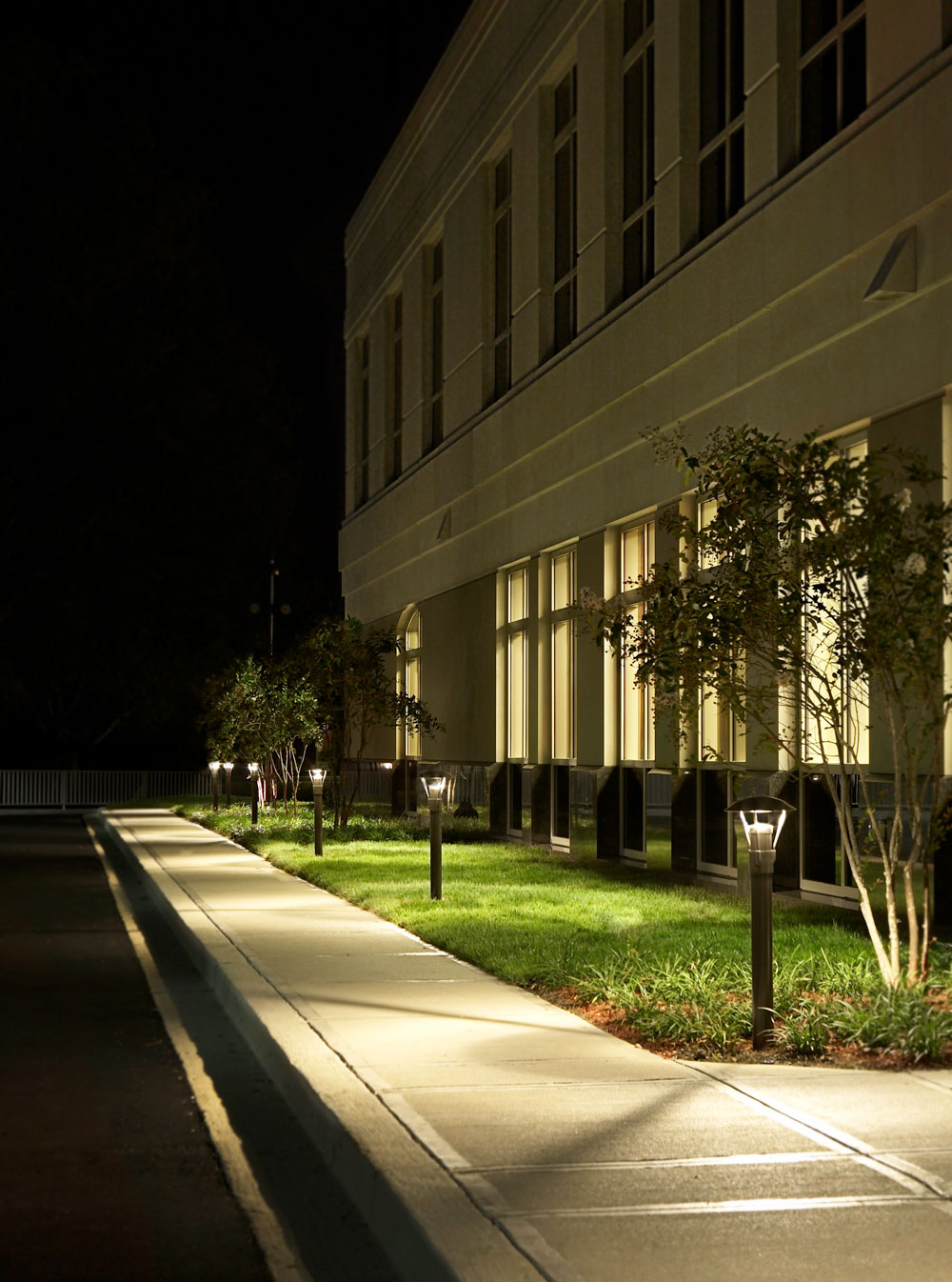 High voltage, commercial landscape lighting and walkway lighting in Cincinnati, OH.